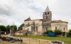 Eglise romane St André (Clion).jpg